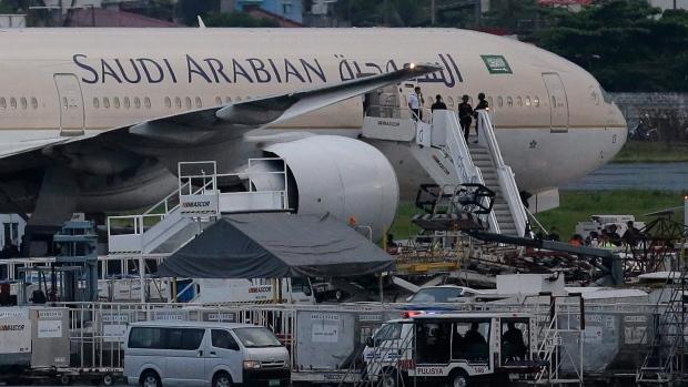 На борту самолета, севшего в Канаде, умер ребенок