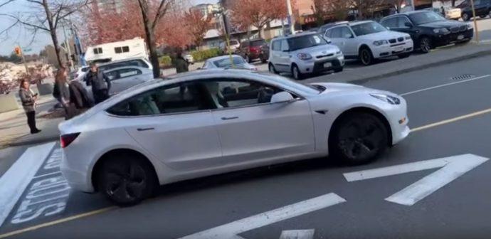 Tesla: легально ли «умное приложение» для превращения машины в беспилотник?
