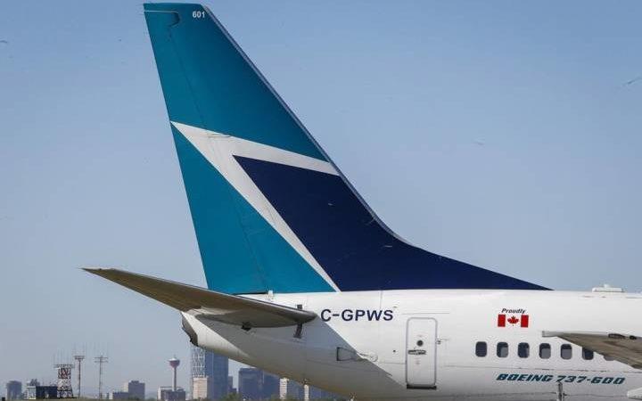 У самолета канадской авиакомпании при посадке отвалилось колесо