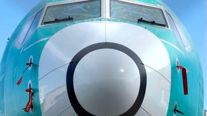 Boeing остановил производство МАХ и уволил начальника