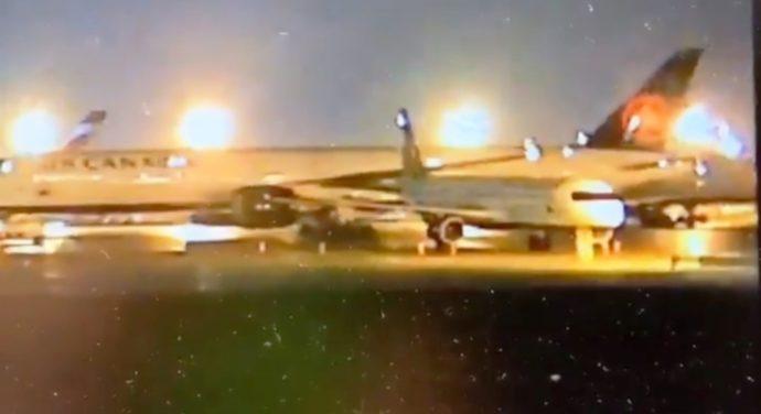 Самолеты Air Canada столкнулись в Торонто