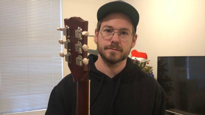 Air Canada отказалась платить за испорченную гитару