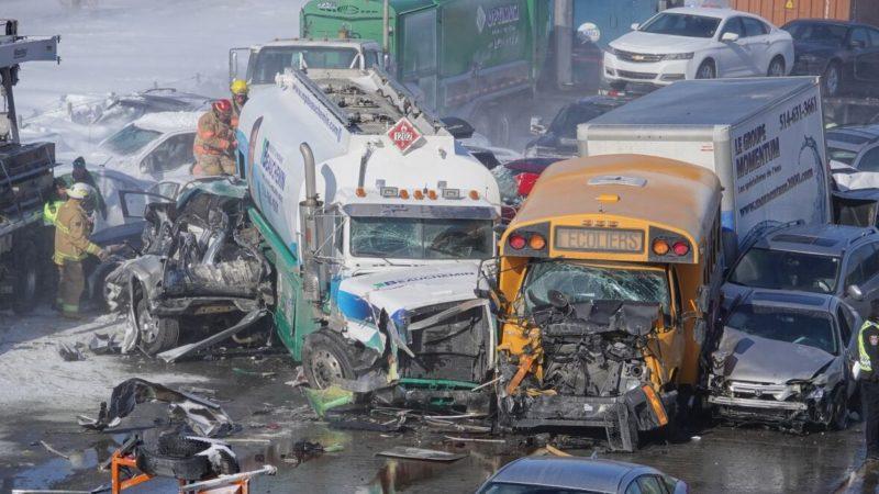 Снежный заряд на канадском шоссе: 200 машин попали в аварию