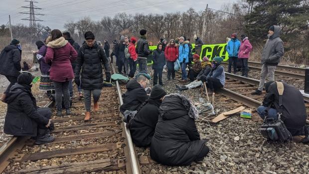 Блокада: арестованы восемь, но пикеты продолжаются