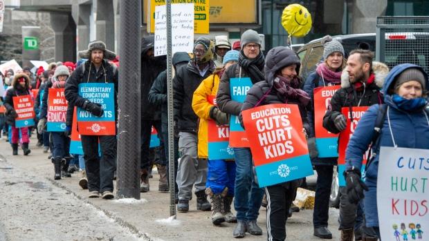 Школы Онтарио устроили для детей «длинные выходные»