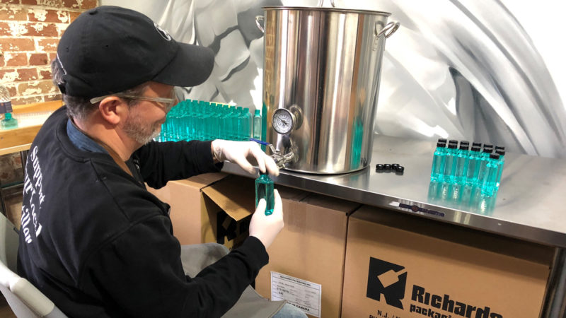 Вместо водки фабрика в Торонто выпускает дезинфицирующий состав