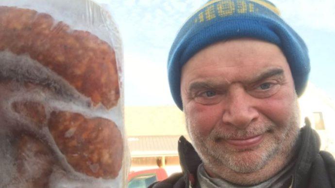 «И бекон бросает в кузов»... Канадский фермер продолжает торговать свининой