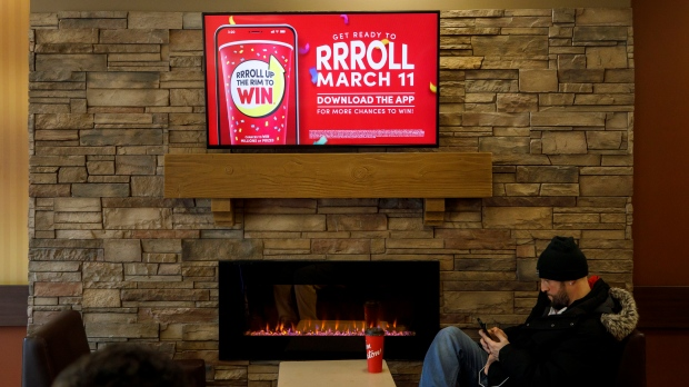 Tim Hortons: коронавирус отменил лотерею Roll Up the Rim To Win