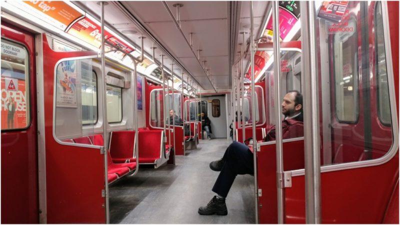 Пассажиров в общественном транспорте Торонто намного меньше