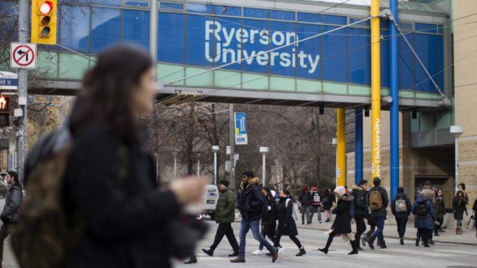Канадские университеты выселяют студентов из общежитий