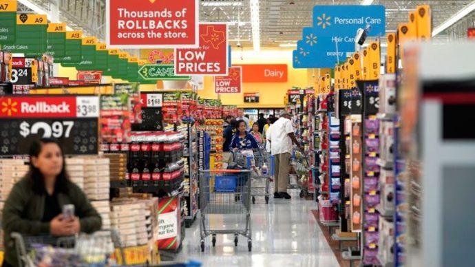 Walmart примет на временную работу 10 000 человек в Канаде