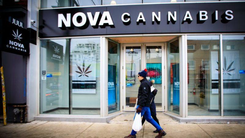 Онтарио закрывает магазины с марихуаной