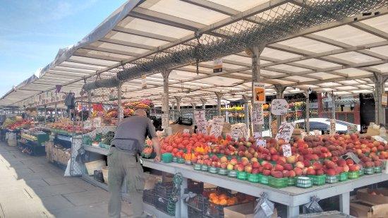 Мэр Оттавы обещает возобновить работу фермерских рынков