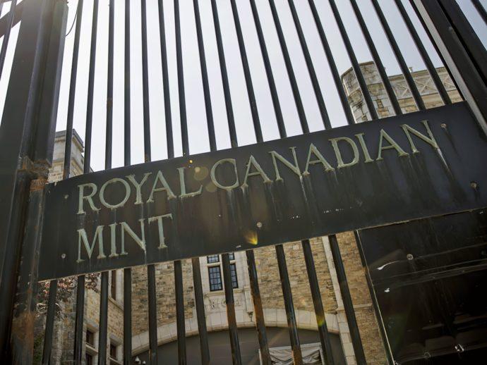 Канадский монетный двор «чеканит» маски и гель для рук