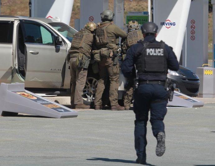 На востоке Канады убийца расстрелял 16 человек