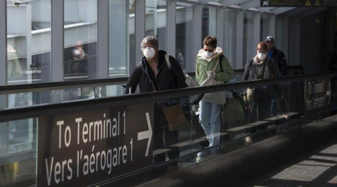 Канадские авиапассажиры обязаны иметь при себе маски