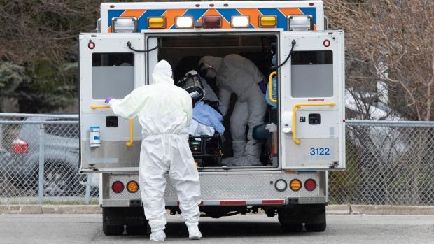 Парамедиков Онтарио включили в список получающих доплату «за коронавирус»