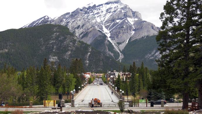 Границы закрыты, а американцы ездят в Канаду