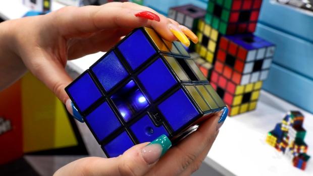 Канадцы купили права на кубик Рубика