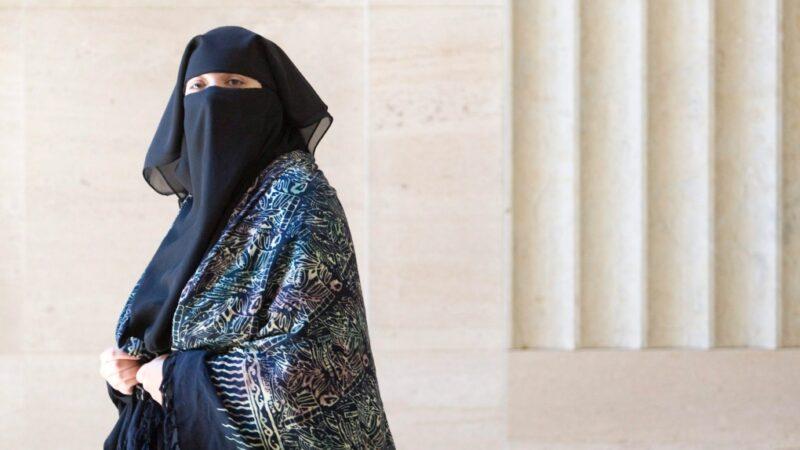 Сестра Омара Хадра требует вычеркнуть ее из «черного» списка для авиалиний