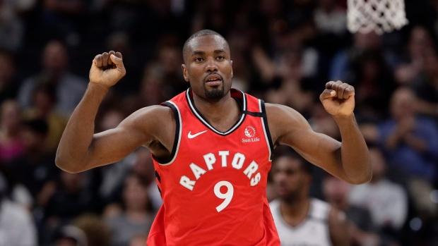Опять Toronto Raptors: центровой уезжает в Калифорнию
