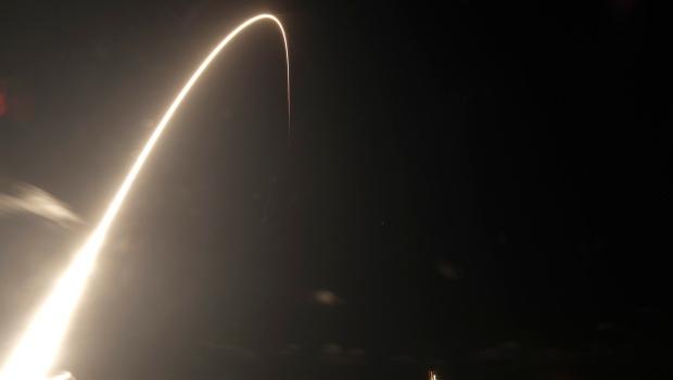 SpaceX ждет одобрения на запуск канадских спутников