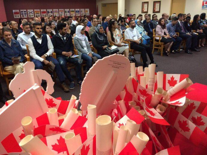 Первые сирийские беженцы стали гражданами Канады