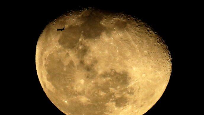 Канадский астронавт покружит на лунной орбите