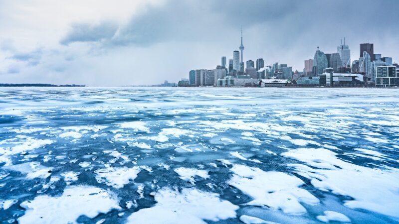 В среду в Большом Торонто холодно и снежно
