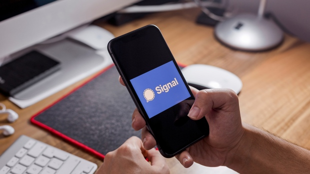 Пользователи WhatsApp толпами валят в Signal