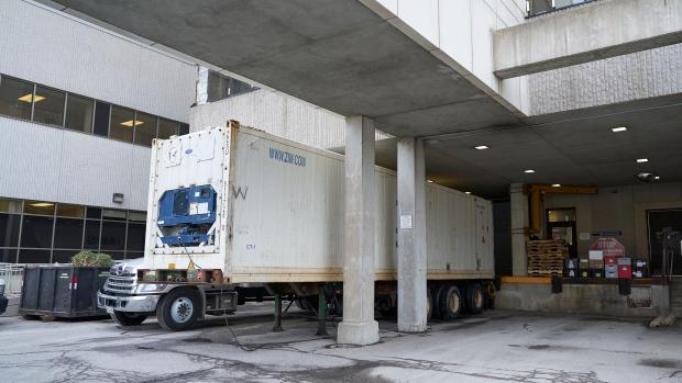 COVID-19: в Онтарио не хватает мест в больничных моргах