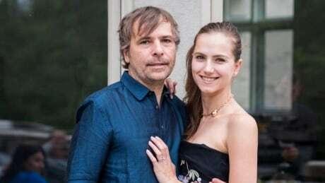 Президент казино и актриса из России незаконно получили вакцину