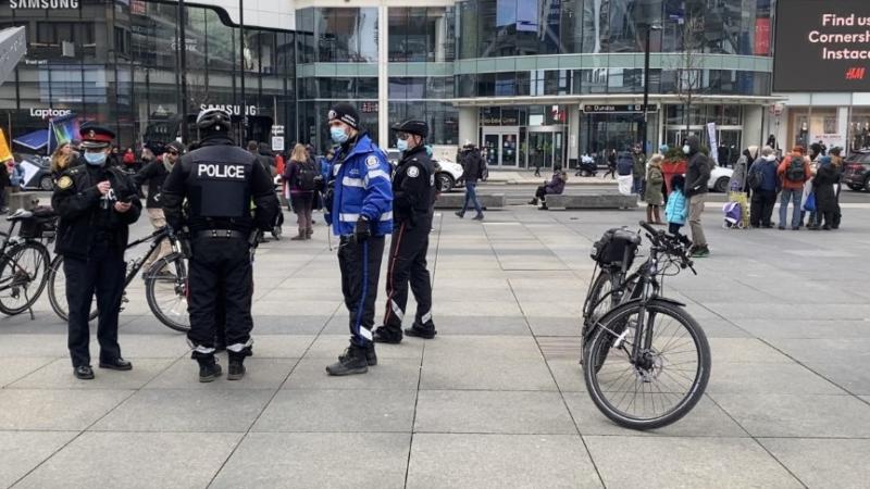 Полиция разогнала демонстрацию в центре Торонто