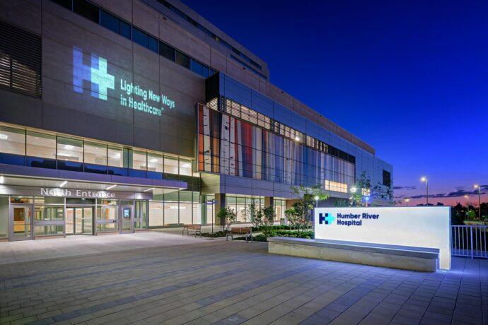 Больница выгнала ползущего на четвереньках пациента