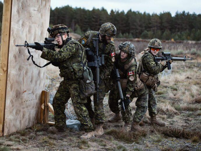 Отправляющиеся в Латвию солдаты не пройдут вакцинацию