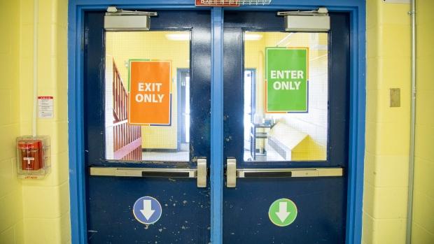 Школы в Онтарио должны открыться согласно графику