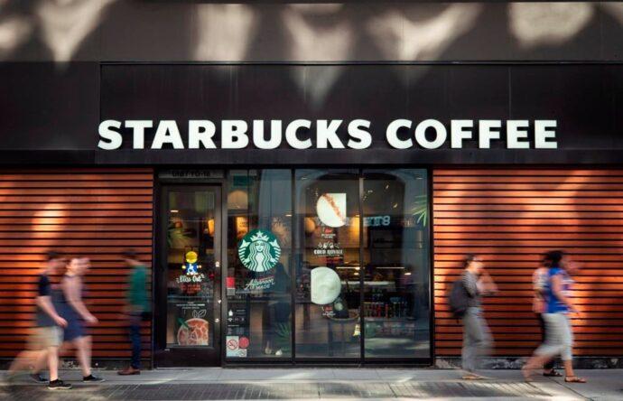 Starbucks закрывает 300 своих кафе в Канаде