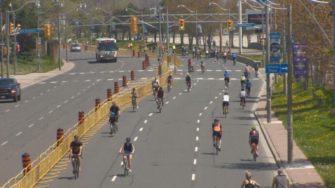 Превращение улиц в велосипедные дорожки в Торонто продолжится