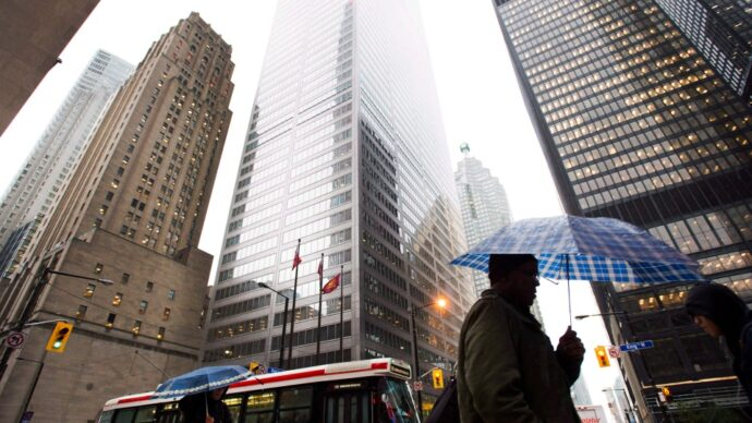Средняя годовая зарплата канадца— за три дня?
