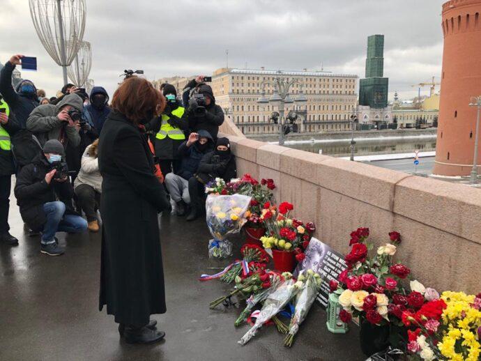 Посол Канады в Москве почтила память Бориса Немцова