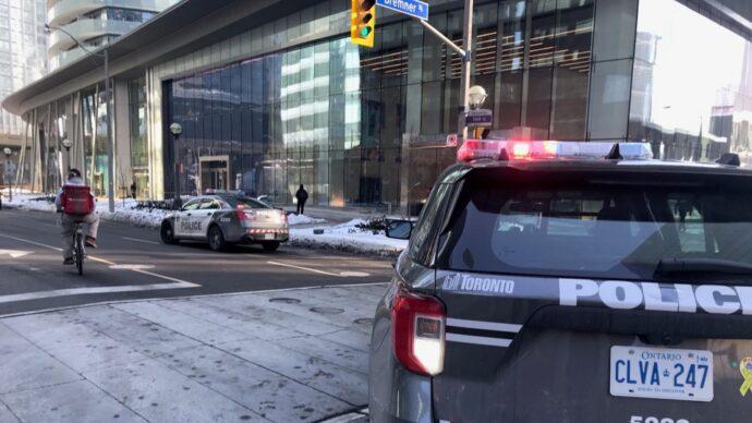 Метание бутылок с 35 этажа привело к аресту четверых