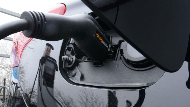 Канадцы собираются выпускать собственный электромобиль