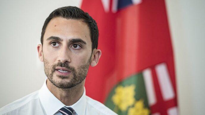 Онтарио нанимает учителей