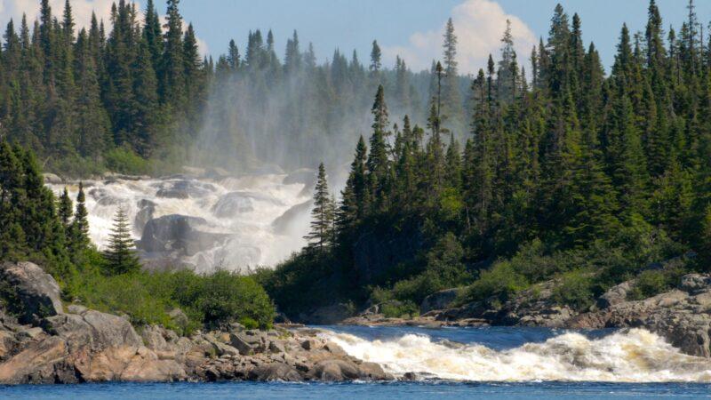 Бурная река в Квебеке теперь— личность
