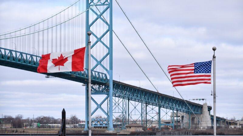 Премьер Канады продлил запрет на пересечение границы с США