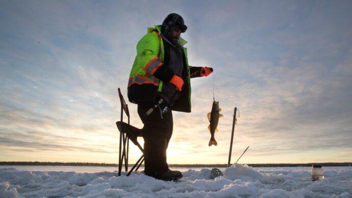 Канадские рыболовы накормили в воскресенье бездомных