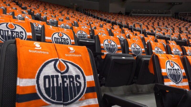 Хоккейные команды хотят играть при зрителях